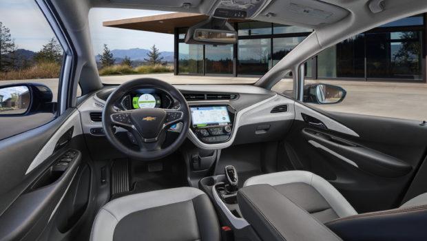 2017-Chevrolet-BoltEV-006