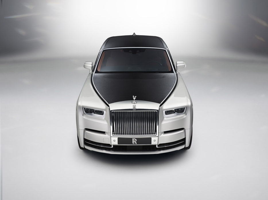 2018-rolls-royce-phantom exterior front